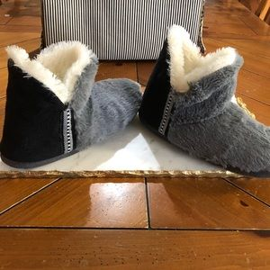 Chill Chasers by Cuddl Duds slippers
